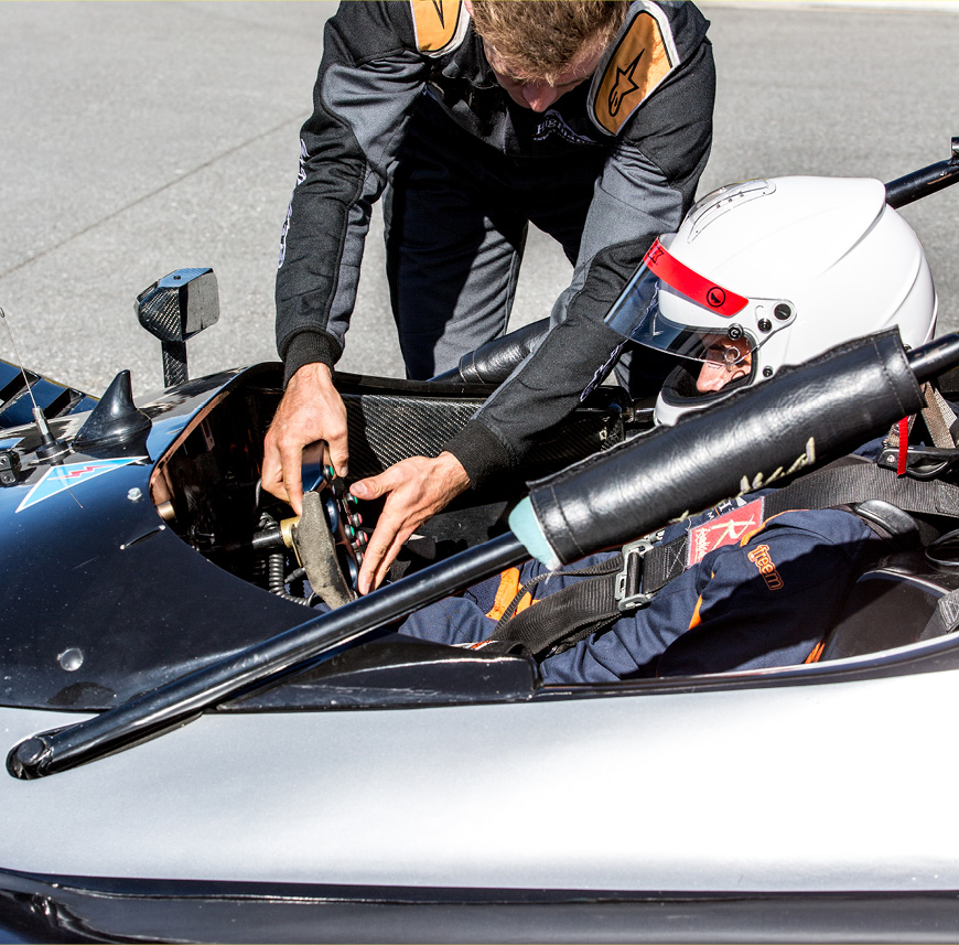 IN THE DRIVERS SEAT EXPERIENCE - Radical SR3.